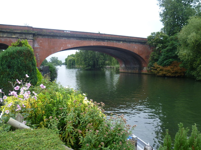 Maidenhead Railway Bridge from River Road