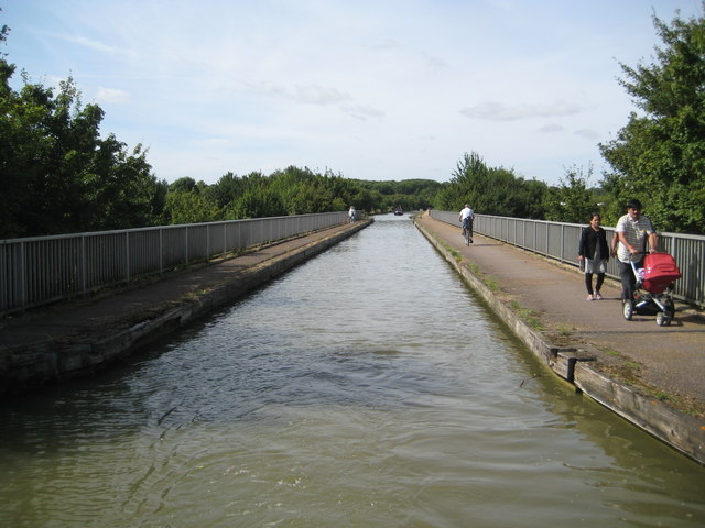 Grand Union Canal: Grafton Street Aqueduct