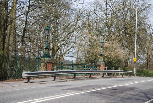 Queens Avenue Bridge over the Basingstoke Canal
