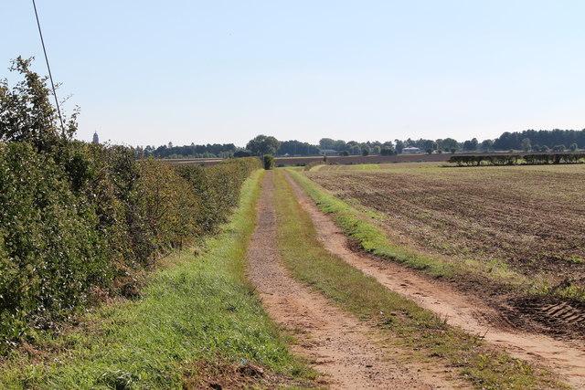 Farm track near High Dyke Farm