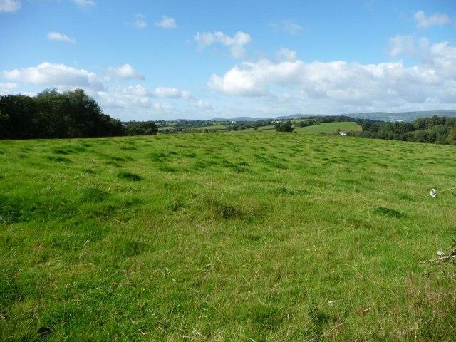 Looking west down a ridge of farmland