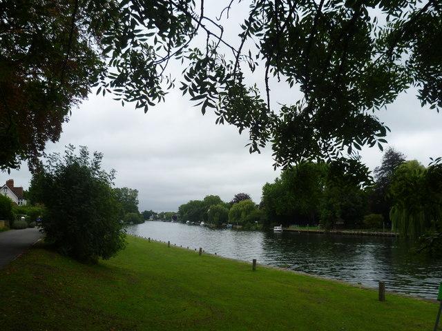 Thames Path downriver of Maidenhead Railway Bridge