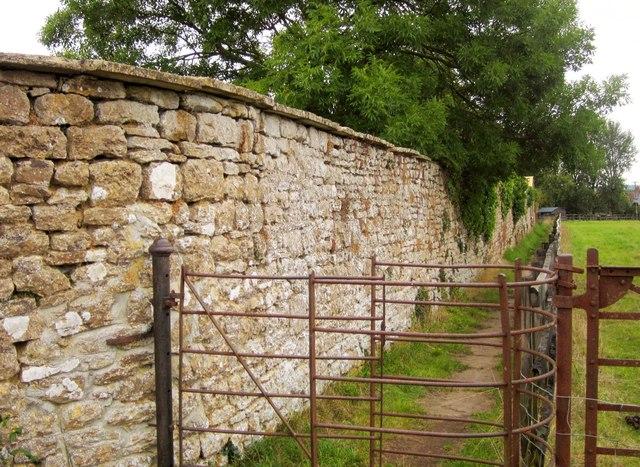 Churchyard wall, Horsington