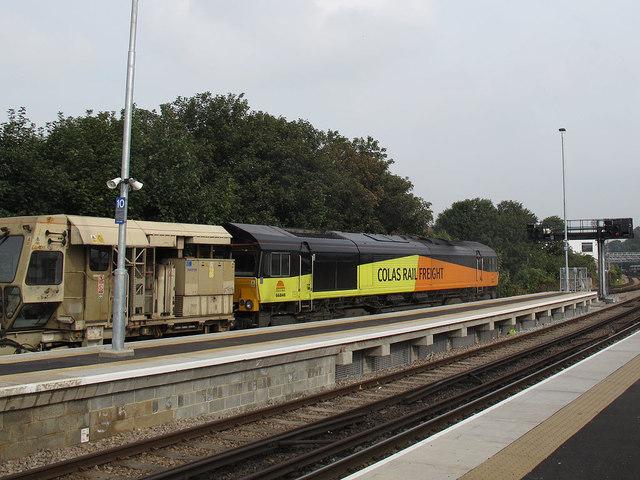 Engineers train through Dartford station
