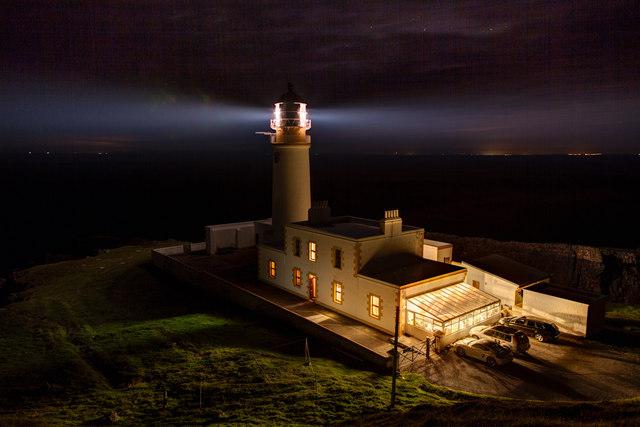 Rubha Rèidh Lighthouse at night