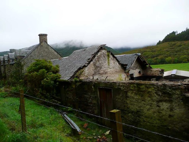 Derelict buildings at Auchnasavil farm