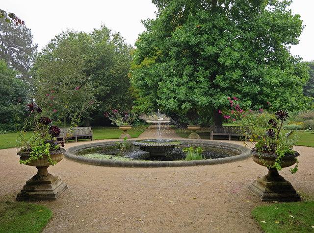 Fountain: Oxford Botanical Gardens
