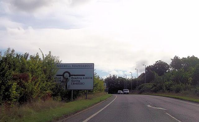 Mongewell roundabout ahead