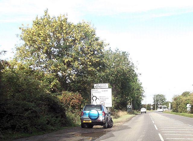 A4074 approaching Elm Bridge roundabout