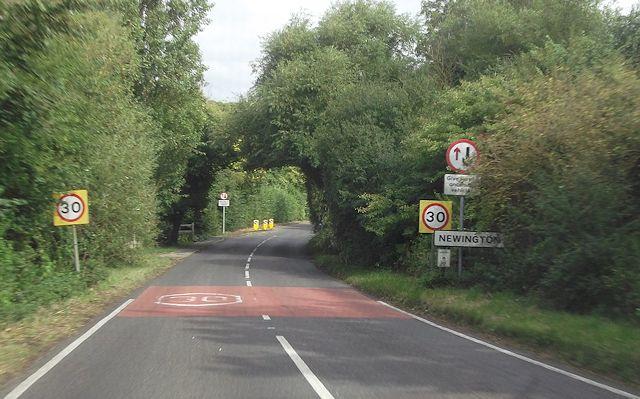 A329 entering Newington