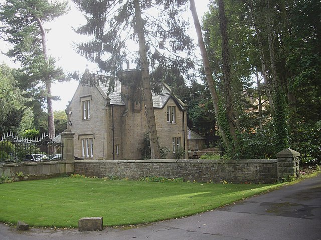 House by entrance to Brancepeth Park