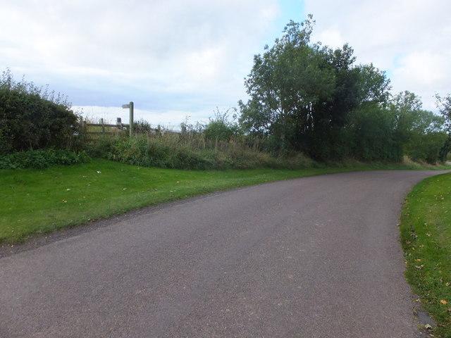 Minor road near Thornton Cottages