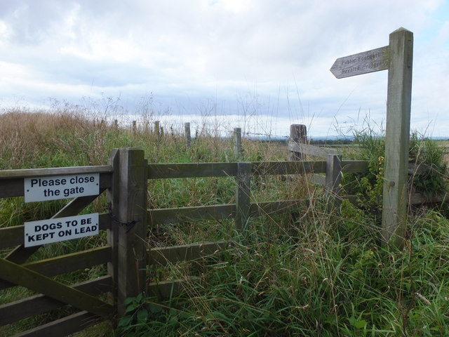 Public footpath to Royalty Bridge