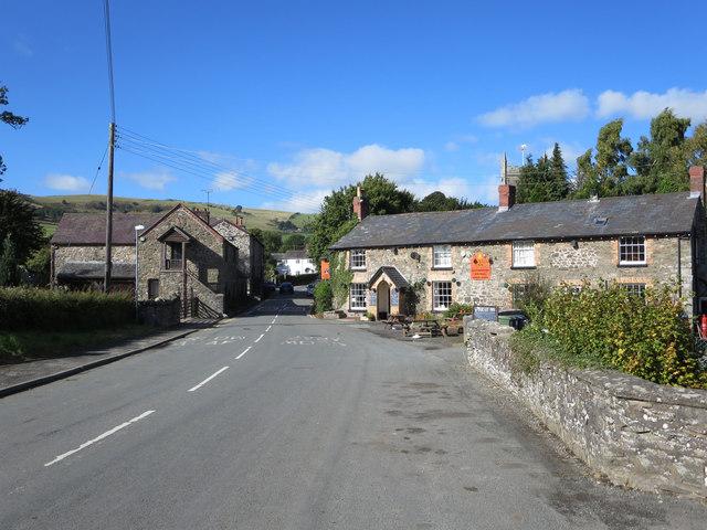 B4580 passes The Wynnstay Inn