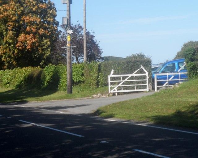 Mynedfa i gwrs golff Dinbych / Entrance to Denbigh Golf Course