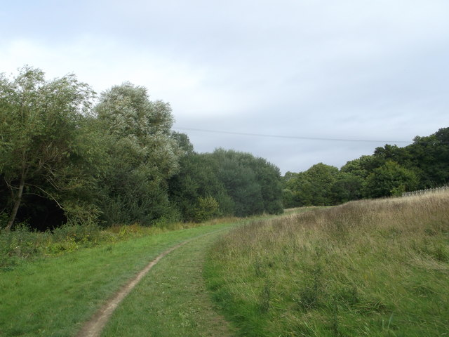 Round reservoir Route to New Barn Farm