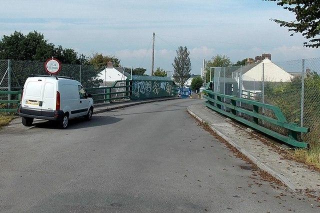 Railway bridge near the northern end of Bridge Road, Waunarlwydd