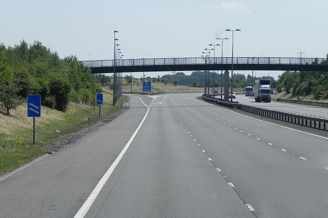 Footbridge at Junction T2, Southbound M6 Toll Road
