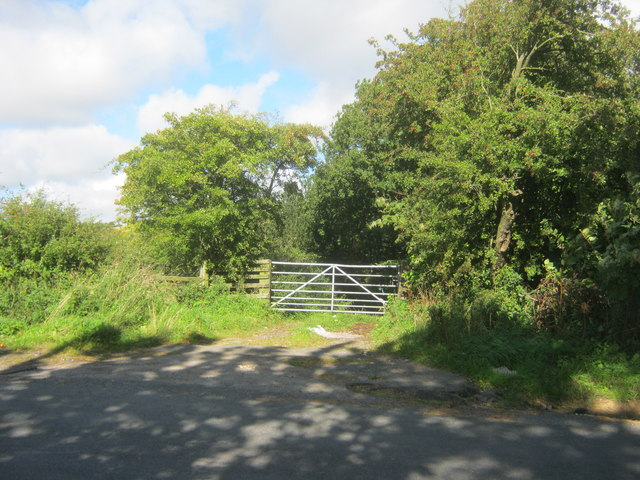Gated entrance to bridleway off Acornclose Lane