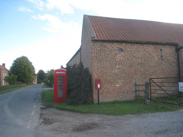 Telephone Kiosk and Post Box, Yokefleet