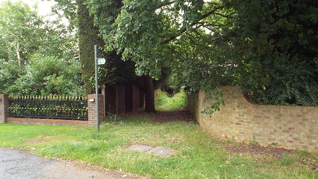 Public footpath, Moor Park