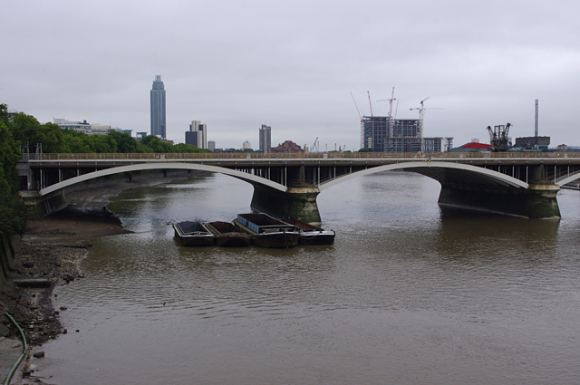 Barges moored at Grosvenor Bridge