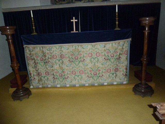 All Saints, Norton Bavant: altar