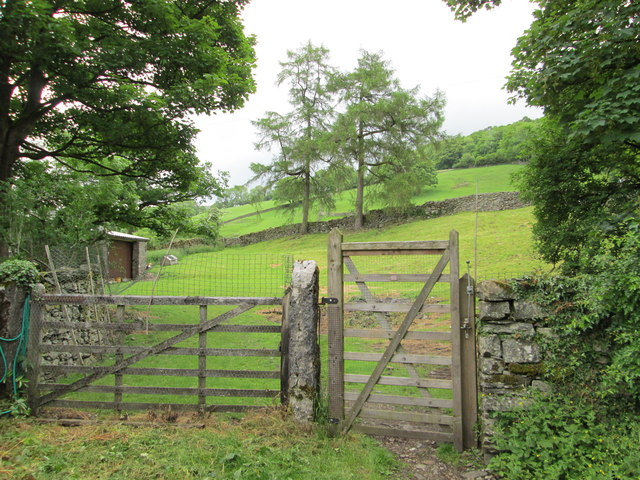 Gate leading to a public footpath up to Littlewood Farm