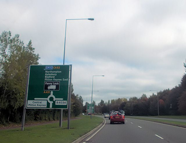 Warning signs for Tattenhoe roundabout from A421
