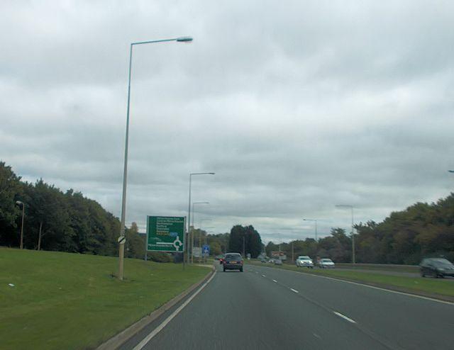A421 approaching Elfield Park roundabout