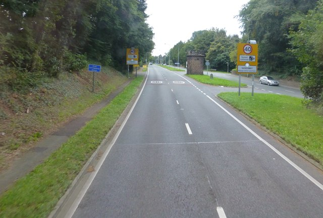 Approach to junction for Cuddington on the A556