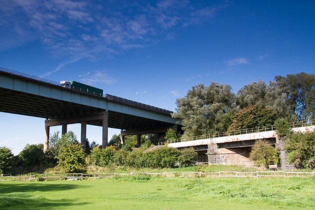 Viaduct crosses viaduct, Gathurst