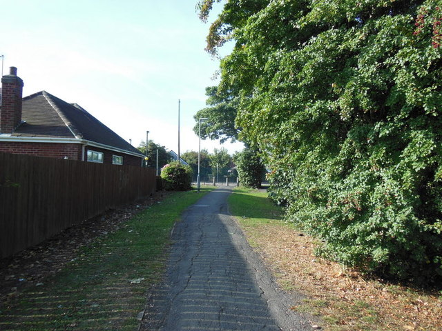 A path leading to Ings Road, Hull