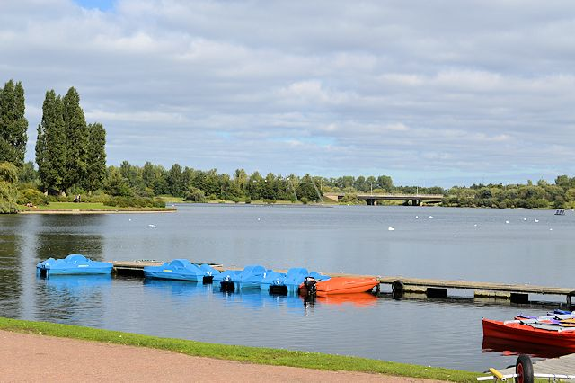 Jetty and Willen Lake from outside motel