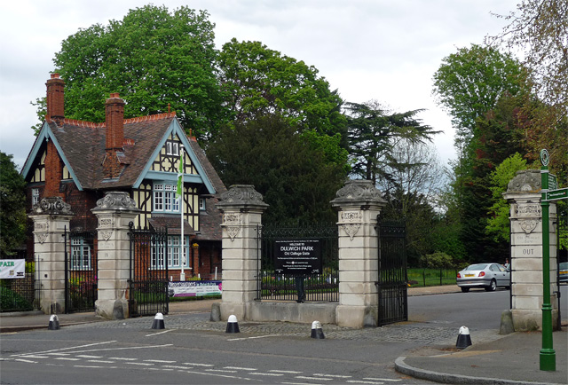 Lodge and gates, College Road