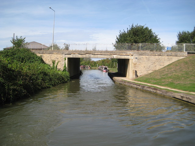 Grand Union Canal: Bridge Number 76