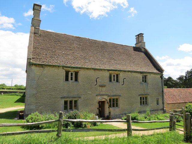 The  front  of  Woolsthorpe  Manor