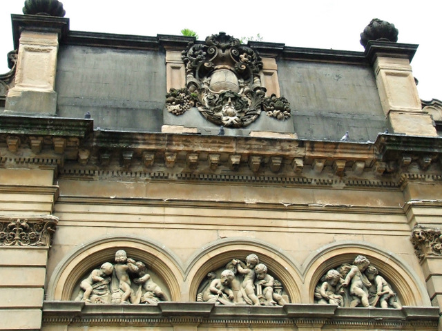Sculptures on the Corinthian