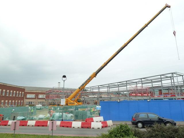 Worcestershire royal Hospital - large crane