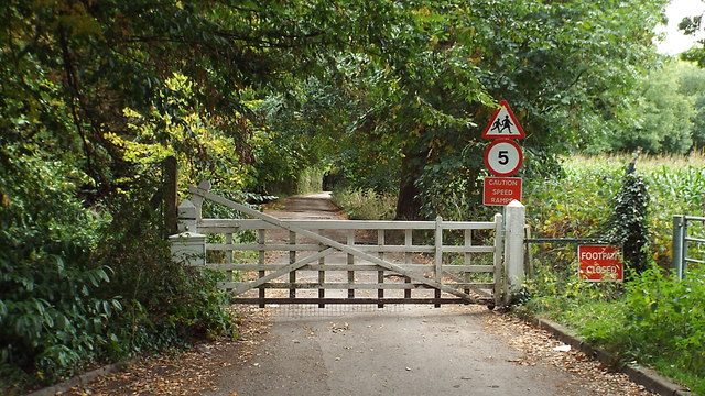 Shepherd's Hill House driveway, Harefield
