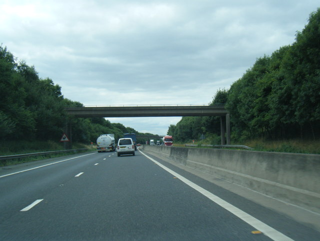 M180 westbound at farm overbridge