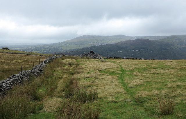 Dry stone wall near Bwlch-y-groes