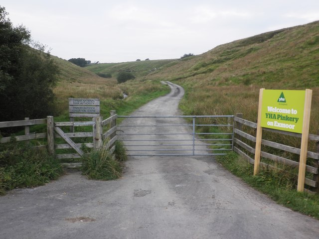 Entrance drive, Pinkery Youth Hostel