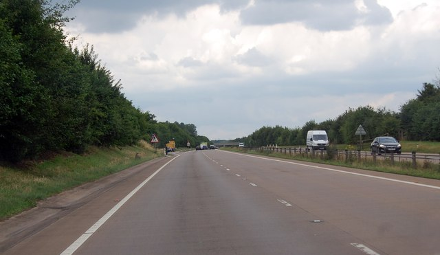 A stretch of empty road on A419