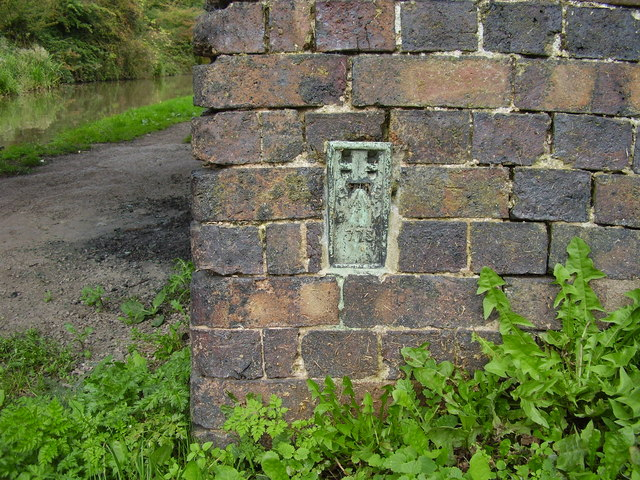 Ordnance Survey flush bracket no. 773 on Bedworth Hill Bridge