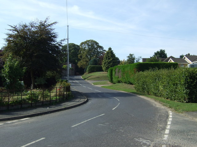 Road heading west through Hemingby