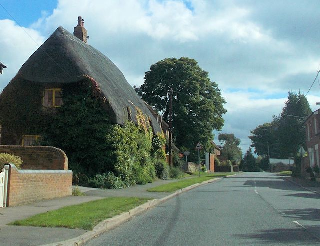 Thatched cottage near school in Mursley