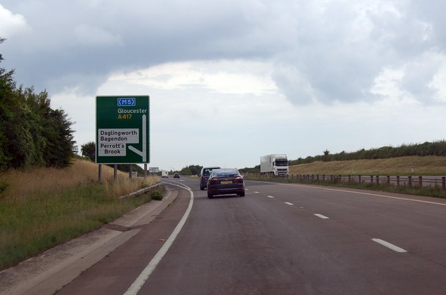 A417 approaching junction for Danglingworth