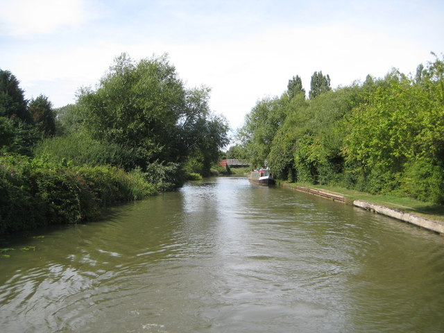 Grand Union Canal: Reach between Downhead Park and Willen Park
