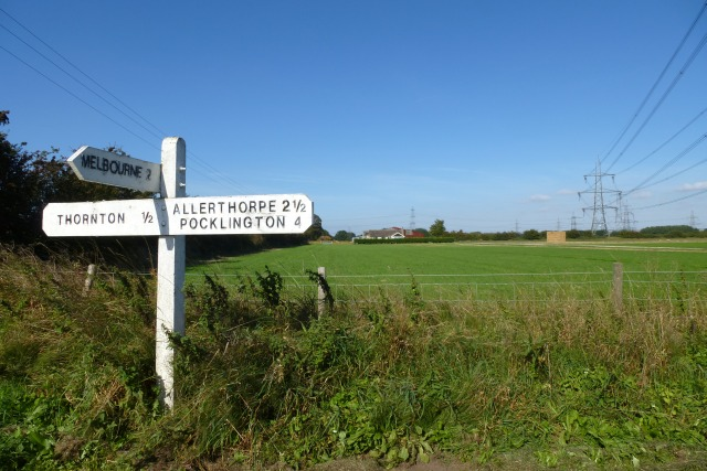 Sign near Thornton Lodge
